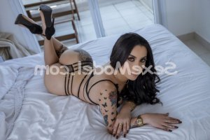 Kamilla rencontre dominatrice escort girl
